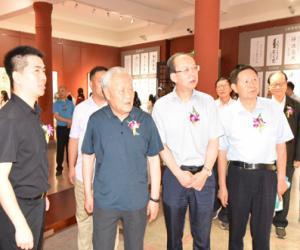 唐华育花鸟画展在云南美术馆举行
